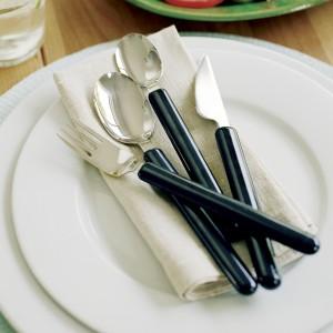 Легкий столовый нож с тонкой ручкой