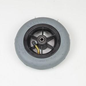 Передние колеса 6 пневматические